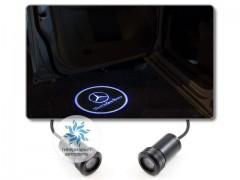 Подсветка дверей автомобиля: проекция логотипа Mercedes