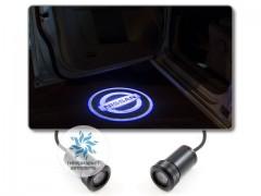 Подсветка дверей автомобиля: проекция логотипа Nissan